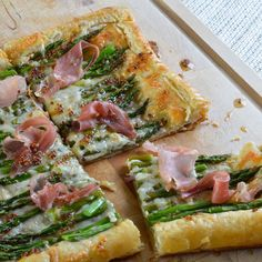 This Asparagus and Prosciutto Puff Pastry is perfect as an appetizer or meal! A simple recipe with flavorful ingredients.