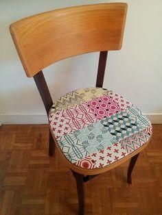 Véritable chaise bistrot de l'emblématique marque Baumann des années 50 revisitée.  Le bois a été rafraîchi en conservant ses 2 teintes d'origine et la patine de son vécu - 18474686