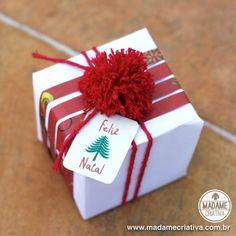 Como fazer mini pompons para decorar presentes de Natal - Passo a passo - PAP - DIY pompoms on Christmas gift wrapping.