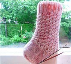 Knitting Socks, Hunter Boots, Rubber Rain Boots, Body Art, Slippers, Wool, Stitch, Sew, Knit Socks