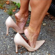 sexy women feet showing soles in sandals Sexy High Heels, Sexy Legs And Heels, Beautiful High Heels, Gorgeous Feet, Beautiful Legs, Feet Soles, Women's Feet, Pantyhose Heels, Sexy Toes