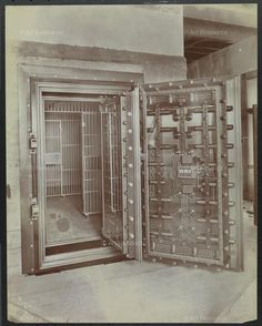 Herring Hall Marvin Safe Co., Nat'l Bank of Del., BANKS, DELAWARE, gelatin silver print, Herring-Hall-Marvin Safe Co., Interiors, National Bank of Delaware, Photograph, printing-out paper, Safes, Vaults (Strong rooms)