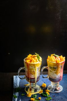 Mango Falooda Recipe is a delicious beverage or dessert with fresh mango pieces and mango puree layered in a tall glass. Here is how to make mango falooda. Indian Dessert Recipes, Indian Sweets, Indian Recipes, Mango Recipes, Sweet Recipes, Quick Recipes, Falooda Recipe, Ramzan Recipe, Vegetarian Recipes