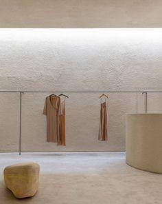 Minimalist Architecture, Architecture Design, Showroom Design, Interior Design, Minimalist Apartment, Retail Store Design, Boutique Interior, Retail Space, Rustic Elegance