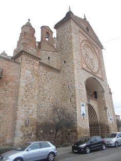 Iglesia de Santa Maria la Mayor, antigua colegiata.  En época romana, cuando Talavera de la Reina fue Cesarobriga, parece que aqui existió un templo a Júpiter y en época musulmana una mezquita