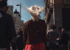 Street photography. Fotografía callejera. Madrid. Gran Vía. Blonde Girl. Wind.