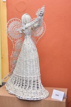 Diy And Crafts, Arts And Crafts, Paper Crafts, Newspaper Art, Willow Weaving, Alternative Christmas Tree, Indian Dolls, Angel Crafts, Weaving Art