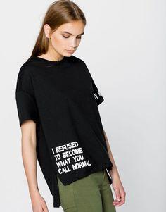 Pull&Bear – woman – new products – slogan t-shirt – black – – T-Shirts & Sweaters Shirt Print Design, Tee Shirt Designs, Tee Design, T Shirt Print, Word Design, Vetements T Shirt, Pull & Bear, Fashion Details, Fashion Design