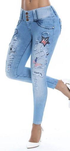 Jeans colombiano levanta cola 93292-6 marca ENE2 de tiro medio y silueta ajustada con pretina anatómica de 3 botones; bota skinny.
