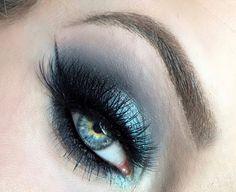The Eyeball Queen: Smokey Blue Glittery Hues Makeup Tutorial FT. Urban Decay Alice Through the Looking Glass Eyeshadow Pallet (Halloween Schminke Alice Im Wunderland) Makeup Geek, Makeup Inspo, Lip Makeup, Makeup Eyeshadow, Makeup Inspiration, Beauty Makeup, Makeup Ideas, Makeup Tutorials, Eyeliner