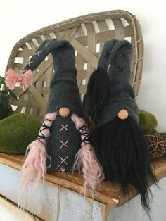 Gnomebodies Business gnomes are handcrafted and designed with special attention to detail. All gnome Adornos Halloween, Gnome Hat, Christmas Gnome, Christmas Decor, Black Thread, Creative Crafts, Craft Fairs, Holiday Crafts, Vikings