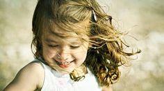 Πώς θα μεγαλώσετε παιδιά με χιούμορ