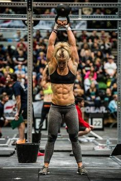 #LL @LUFELIVE #Crossfit... Holy shit she's ripped!