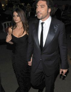 Penelope Cruz and Javier Bardem, Cruz said her husband is someone who stands by her side and represents her as a woman! Javier Bardem, Penelope Cruze, Famous Couples, Monica Bellucci, Celebrity Couples, Hollywood Couples, Celebrity Photos, Poses, Foto E Video