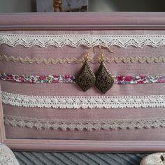 Cadre présentoir boucles d'oreille rose poudré- style boudoir