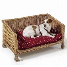 Sofá de mimbre para el descanso del perro