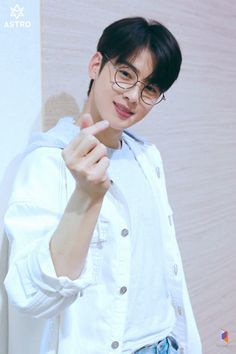[Cha Eun-woo] Full of hope! Tea is a spring date with Woo ♥: Naver Post Astro Kpop, Cha Eunwoo Astro, Handsome Korean Actors, Handsome Boys, F4 Boys Over Flowers, Lee Dong Min, Sanha, Kdrama Actors, Hyungwon