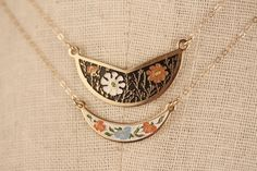 Vintage Bib Necklace Gold, White and Orange Flowers, Enamel Collar Necklace Choker, Cloisonne, Small Choker Geometric, Boho Necklace Gold by FreshyFig on Etsy https://www.etsy.com/listing/227735135/vintage-bib-necklace-gold-white-and