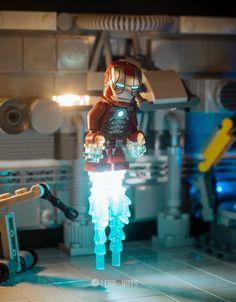 Lego Minifigure Display, Lego Minifigs, Legos, Lego Lamp, Avengers Crafts, Lego Iron Man, Lego Creative, Lego Pictures, Lego Spaceship