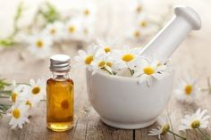 DIY Redness Reducing Anti-Aging Face Serum with Only 4 Ingredients! Check out this simple, DIY redness-reducing anti-aging face serum. Whether your skin is mature or suffering from Rosacea, you'll enjoy the benefits of these oils. Essential Oils For Rosacea, Palmarosa Essential Oil, Chamomile Essential Oil, Best Essential Oils, Chamomile Oil, Anti Aging Tips, Anti Aging Skin Care, Camomille Romaine, Doterra Essential Oils
