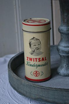Oud Zwitsal poeder  (old baby powder) www.blossombrocante.nl