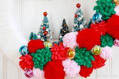 Gluing Trees to Wreath Christmas Wreaths, Christmas Crafts, Xmas, Christmas Ideas, Dinner Party Favors, Diy Wreath, Wreath Ideas, Vintage Fashion, Vintage Style