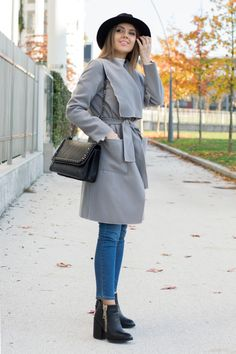 Robe Coat. Casual everyday look with skinny jeans & ankle boots www.ellysa.it