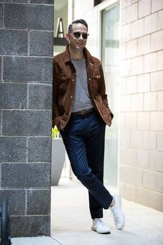 Weekend Casual: Elevating An Off-Duty Look - He Spoke Style (He Spoke Style) https://apple.news/ALkpBKm-WO96zH45I_OQUlQ?utm_content=buffer7d579&utm_medium=social&utm_source=pinterest.com&utm_campaign=buffer