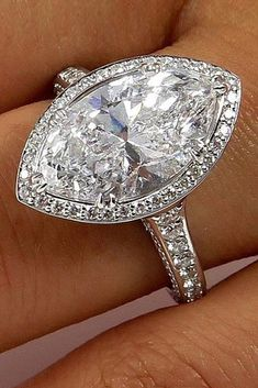 27 Beautiful Engagement Rings For A Perfect Proposal Most Beautiful Engagement Rings, Heart Engagement Rings, Pear Shaped Engagement Rings, Perfect Engagement Ring, Beautiful Rings, Wedding Ring Styles, Wedding Rings, Bridal Rings, Bridal Jewelry
