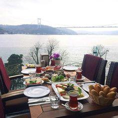 Köy Kahvaltısı - Emirgan Mado / İstanbul ( Emirgan) Telefon : 0 212 420 05 05 Fiyat : 28 TL / Sınırsız çay ile birlikte bir kişi fiyatıdır.  Fotoğraftaki görsel 4 kişiliktir.