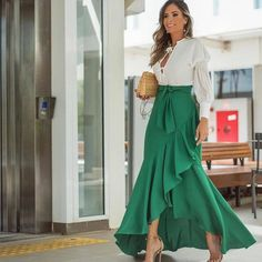 32 Street Style Looks Glam Dresses, Elegant Dresses, Casual Dresses, Fashion Dresses, Amazing Dresses, Fashion Bags, Fashion Trends, Mode Outfits, Skirt Outfits