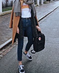 @euphoria_the Instagram, ootd, outfit of the day, Vans, Vans Old skool, Mom Jeans, camel coat, fjallraven, trasher Magazine, casual Outfit
