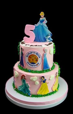 Princesses cake #birthday #birthdaycake #cakes #cake #kids #kidsforcakes #cakeinspiration #custom #color #fun  #Disney #customcakes #Disneycakes #princess #princesscake #disneyprincess
