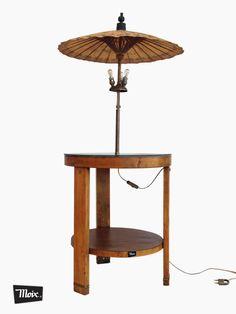 """mesa lámpara """"china luces-sombras"""" de moix -  Pieza bifuncional de corte clásico compuesta por una mesita auxiliar y una lámpara unidas por el pie a la tapa central. 275 €."""