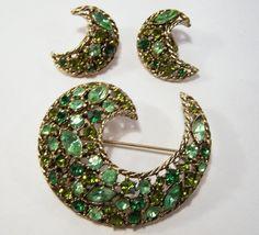 Vintage Weiss Green Rhinestone Jewelry Set Pin by GretelsTreasures