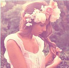 vintage  fashion hair flowers hair style girly flower wreath fashion photography hair ideas