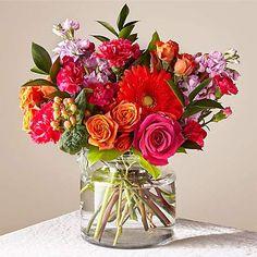 Summer Flower Arrangements, Tropical Floral Arrangements, Floral Centerpieces, Faux Flowers, Small Flowers, Happy Birthday Flower, Mothers Day Flowers, Mini Roses, Amazing Flowers