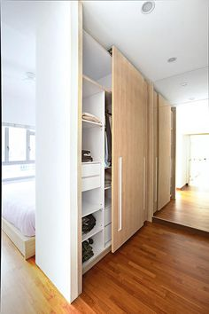 [Built-in wardrobe] mini walk-in wardrobe by using their wardrobe as a divider between the bed and the dressing area.