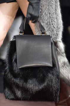 Trendy jesień 2013 - najmodniejsze torebki: futro, Marni FW13, fot. Imaxtree