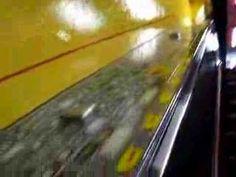 Btl DHL en escaleras mecánicas