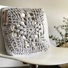Crochet Home Decor, Crochet Yarn, Crochet Clutch, Crochet Cushions, Crochet Needles, Knitted Bags, Diy And Crafts, Ravelry, Pillows