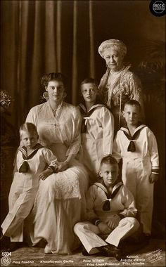 Cecilie, the Crown Princess of Germany with her four sons, Princes Friedrich, Wilhelm, Louis Ferdinand and Hubertus of Prussia and her mother in law, Augusta Viktoria, German Empress (Kaiser Wilhelm's wife). Um 1914.