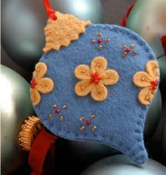 Pretty Felt Ornaments by sammsfamily