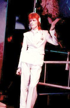 """David Bowie sings """"Sorrow"""" with Amanda Lear - 1974"""
