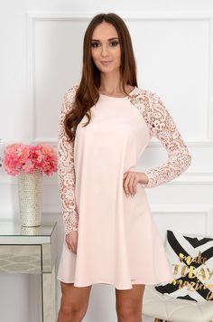 Sukienka Mania z gipiurowym rękawem pudrowa new