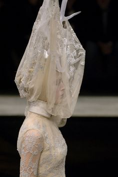Paris Fall 2006 - Alexander McQueen. Another Remedios Varo 'inspired' creation (mexican surrealist painter) of the great McQueen.