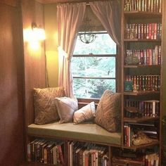 Comfy Simple Reading Nook Decor Ideas - Home Decor 🏠 Bookshelf Inspiration, Bookshelf Ideas, Bookshelves In Bedroom, Room Shelves, Bookshelf Wall, Corner Bookshelves, Creative Bookshelves, Library Bookshelves, Bookshelf Styling