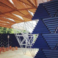 Diébédo Francis Kéré's Serpentine Pavilion Opens in Sun-Drenched London – But Will Come Alive During Rain | ArchDaily