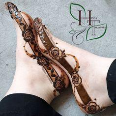 Pretty Henna Designs, Modern Henna Designs, Mehndi Designs Feet, Latest Bridal Mehndi Designs, Khafif Mehndi Design, Mehndi Designs Book, Indian Henna Designs, Mehndi Designs For Girls, Stylish Mehndi Designs
