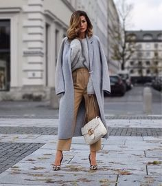 """o you know those changing room moments when you go """"OMG-yes-yes-yes""""? Well I definitely flipped out with Fashion Business Outfits, Business Fashion, Casual Street Style, Casual Chic, Fall Winter Outfits, Autumn Winter Fashion, Look Fashion, Fashion Outfits, Womens Fashion"""